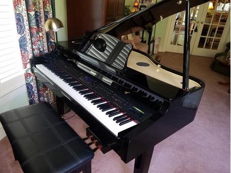 Suzuki 3 1/2' Baby Grand Electric Piano